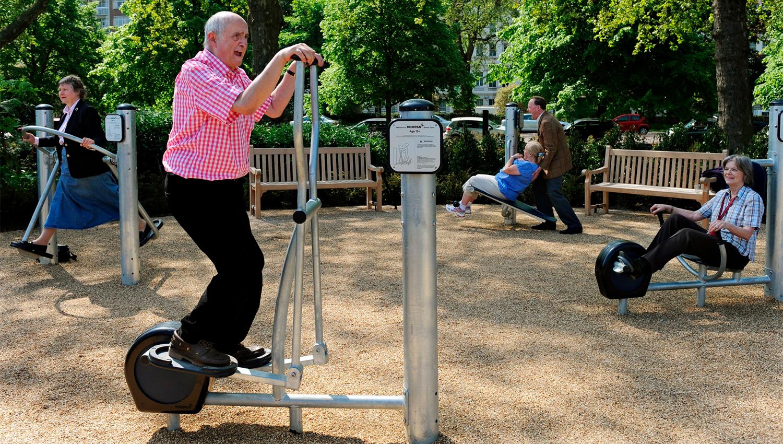parque maquinas idosos exercicio atividade 1
