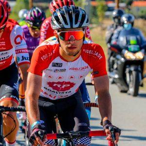 Hugo Nunes camisola vermelha e branca 1