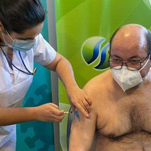 Profissionais de Saúde recebem vacina