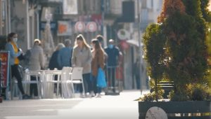 lojas / AEP envia carta a António Costa a pedir metas de desconfinamento para apoiar economia local