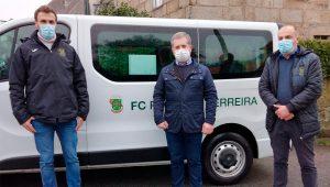 Atletas do FC Paços de Ferreira apoiam família carenciada