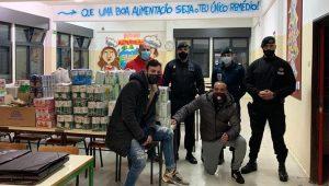 """""""Escola Solidária"""": Iniciativa junta comunidade e já ajudou 50 famílias"""