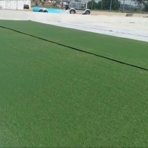 Começou a ser colocado o piso sintético no campo do ADC Frazão