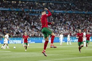 """""""São Patrício e Deus Ronaldo"""" dispensam calculadoras: Portugal está nos oitavos"""